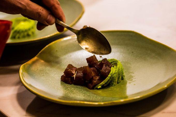 Atum com avocado, azeite de chilli e vinagre de manga italianos da Oil&Vinegar – foto Dionathan Santos IMG_7297