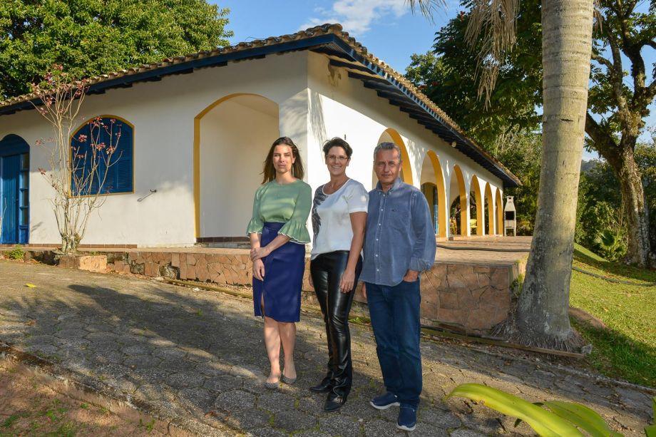 Franqueados Francis Bernardo e Luiz Bernardo com profissional Mariana Pesca