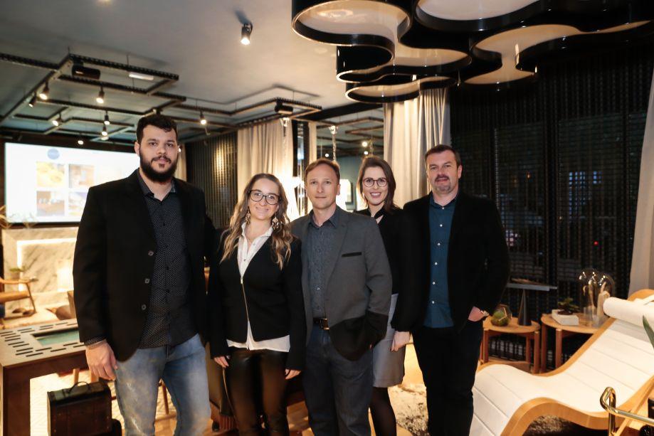 Jonatan Ewald, Julia Schwertner, Michel Eberharth, Renata Togni e Ricardo Linn