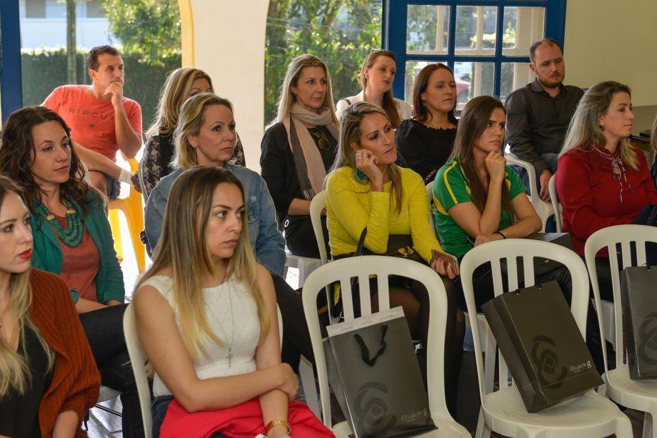 Profissionais na reunião operacional de Florianópolis