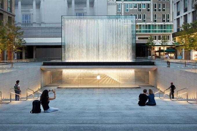 apple-piazza-liberty_piazza-center-steps_07242018_big.jpg.large