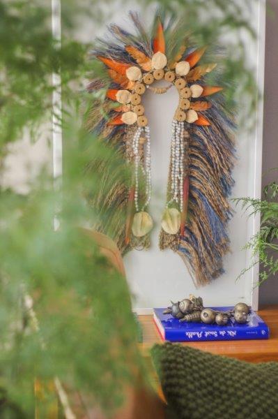"""Ateliê raiz – folclore, crenças e toda as manifestações culturais genuinamente brasileiras são a inspiração para as peças de Adriana Penteado. Suas criações são """"um novo olhar sobre o mesmo Brasil""""."""