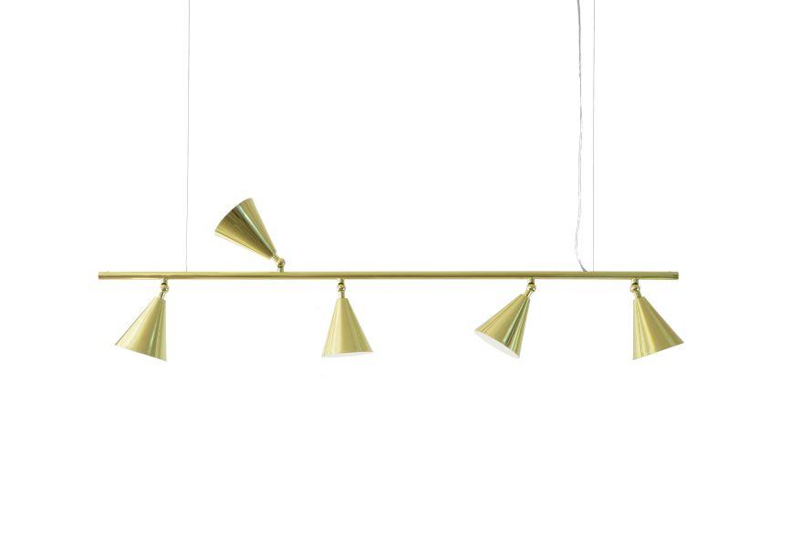 Cristiana Bertolucci Estúdio – com uma célebre carreira de 30 anos no mundo do design, Cristiana Bertolucci cria belas luminárias com produtos ecologicamente corretos como cimento, cortiça e pet.