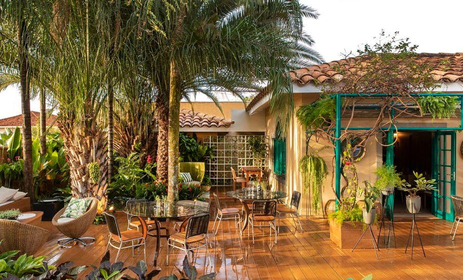 No Restaurante, espaço assinado por Ângela Dorascenzi e mônica costa, os visitantes têm uma refeição completa: entradas, saladas, massas, o famoso risoto de limão com salmão defumado, dentre outros.