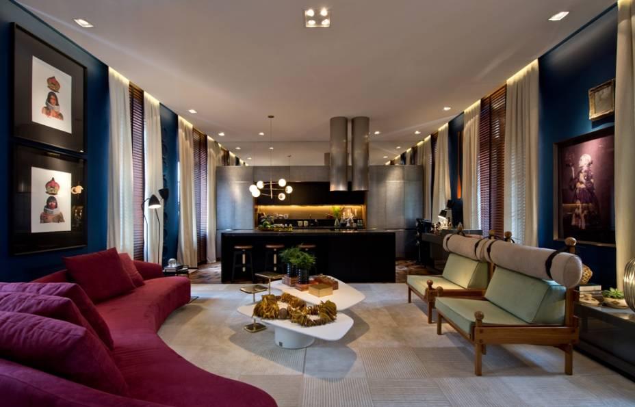 Gabriel Bordin estreiou em CASACOR SC no último ano com o Gourmet Living, retorna à mostra com a Casa Ônix By Karsten. O arquiteto reforça o equilíbrio com o meio onde está inserido e o minimalismo, com características marcantes no projeto.