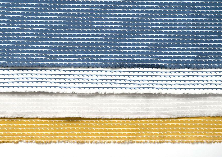 Artek – a marca aceitou o desafio de trabalhar em um espaço compacto para apresentar seus produtos. Na edição de setembro de Maison & Objet, ela apresenta versões das luminárias Golden Bell e Beehive Black, criadas por Alvar Aalto e o tecido Rivi, assinado por por Ronan & Erwan Bouroullec.