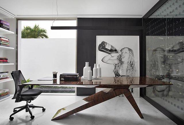 Garrafas Sui por Samuel Angelo/Sui Objetos na V2 House de Guilherme Torres