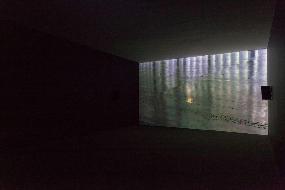 Obra de Maria Laet durante a montagem da 33a Bienal de São Paulo.