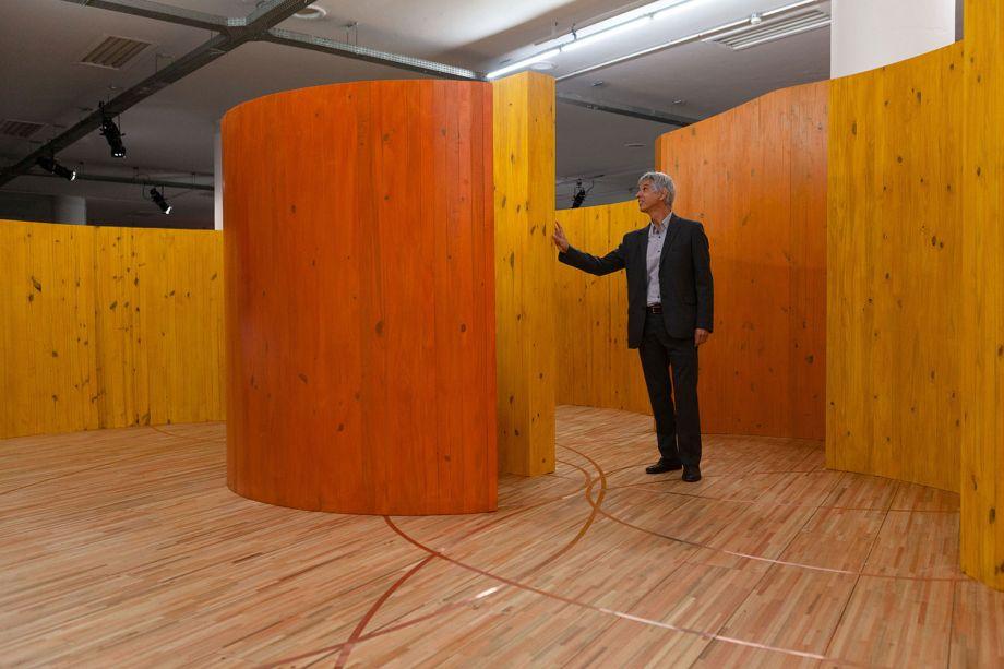 Alejandro Corujeira, artista. Visitação dos convidados do jantar de captação de recursos promovido pela Fundação Bienal de São Paulo.