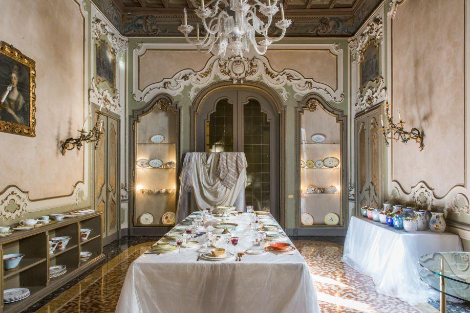 Coralla Maiuri – As cerâmicas e porcelanas da italiana Coralla Maiuri são delicadas e cheias de detalhes. As cores e temas são nostálgicos e fantásticos e têm as mais diversas inspirações: de música clássica a pinturas barrocas.