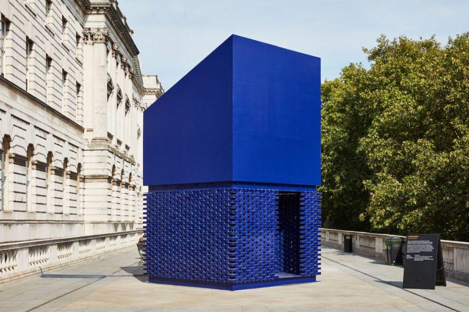 """Bienal de Design de Londres - Somerset House. A Bienal de Design de Londres coincide com a data do LDF neste ano. Designers dos seis continentes foram convidados à responder ao tema """"Estados Emocionais"""". A foto mostra o trabalho escolhido, que questiona como o design afeta todos os aspectos de sua vida."""