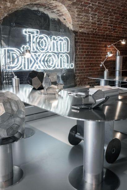 ELECTROANALOGUE - Tom Dixon. A nova sede da Tom Dixon, no escritório Coal apresenta a galeria da marca, recepção, loja, escritório, fábricas e restaurante transformados em espaços de exposição, que apresentam variadas interpretações digitais.