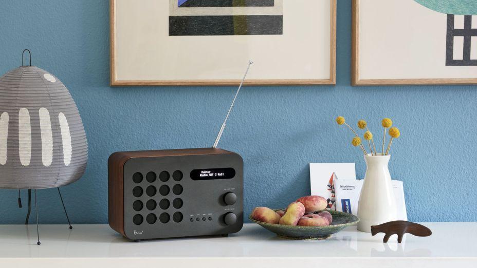 Vitra – mais de 70 anos após sua criação, a Vitra traz uma edição limitada de 999 unidades do Eames Radio, criado por Charles & Ray Eames em 1946. Também será apresentada uma versão da Eames House Bird em nogueira com acabamento em laca.