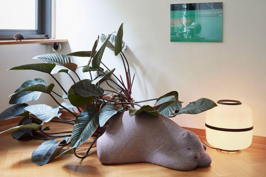 Vitra – a Resting Animals, assinada pela dupla de designers Front, é uma coleção figurativa fruto de uma pesquisa sobre a conexão entre humanos e objetos. A maioria dos entrevistados considerou as figuras de animais como os mais significativos objetos em suas vidas.