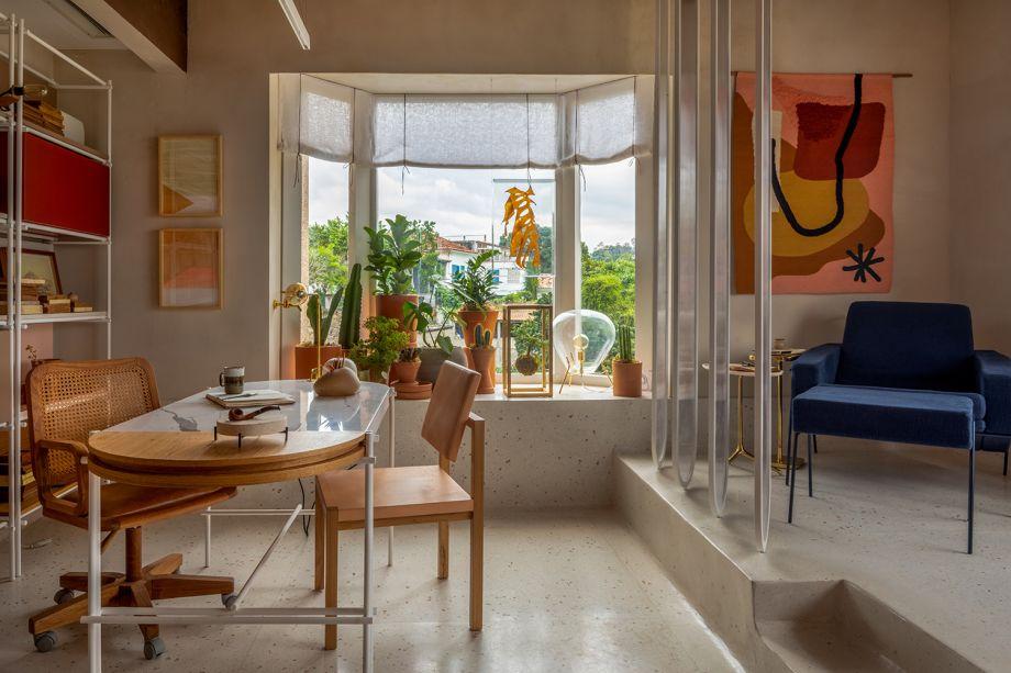 Na Consultório da Psicanálise, de Isabella Lucena e Paula Gusmão, na CASACOR Rio de Janeiro 2018, a Luminária Mush compõe a decoração da bay window.