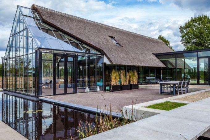 modern-countryside-villa-maas-archicten-architecture-residential-netherlands-glass_dezeen_hero-d-852×479