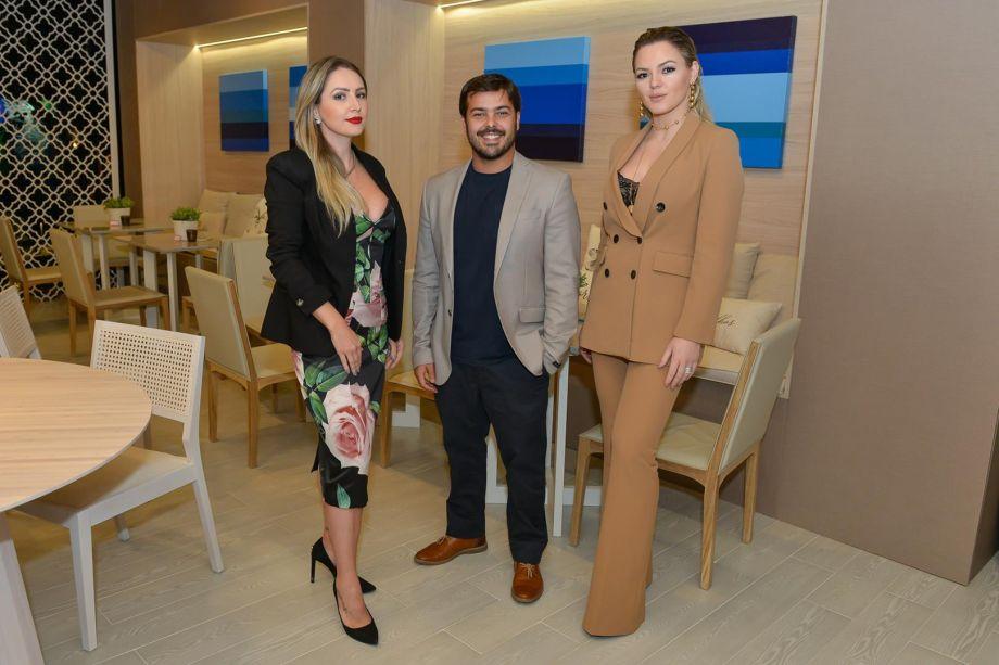 Profissionais Cris Araújo, Rodrigo Pires e Linda Martins, do café Casa Areia