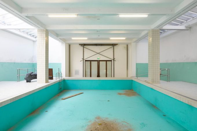 whitechapel-gallery-elmgreen-dragset-pool-designboom-1