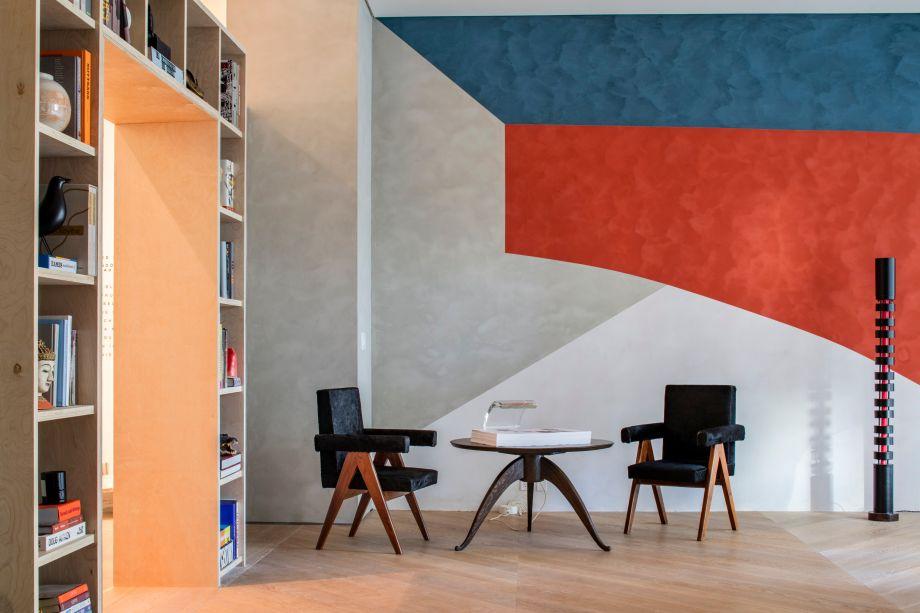 An Architect's Room - D'Apostrophe Design Inc.Uma ode à obra de Le Corbusier, este espaço de estudo para um arquiteto baseia-se fortemente no estilo moderno do século XX. As cores do ambiente fazem referência ao esquema ousado da Maison La Roche, a villa parisiense Corbu criada em 1923. Os materiais são sóbrios: o piso de carvalho branco, a cor branca nas paredes, madeira e linho. A mesa de concreto redonda suspensa pode receber reuniões e encontros e dá aoc espaço um sabor modernista ainda mais forte.