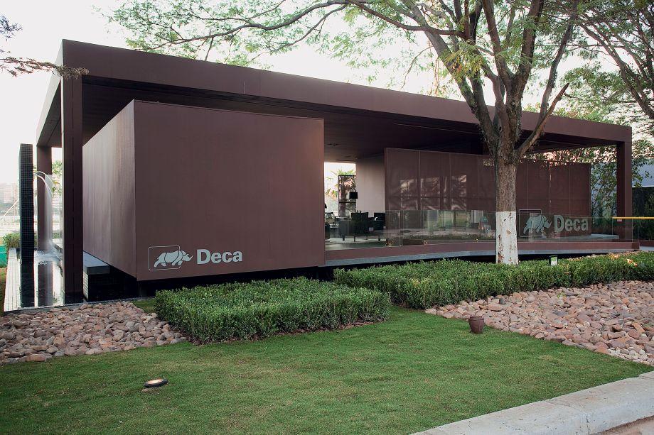 CASACOR São Paulo 2011 - Roberto Migotto. Inovação, design, sustentabilidade e qualidade foram os pilares que inspiraram o arquiteto no lounge de 270 m² imerso em um espelho d'água e que contempla sala de estar, espaço gourmet e dois banheiros.