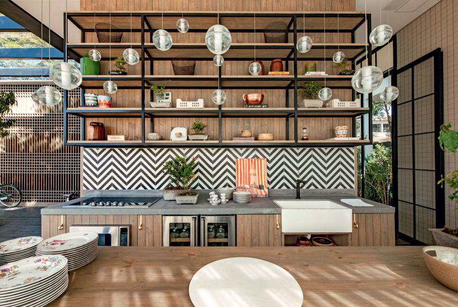 CASACOR São Paulo 2016 - Marina Linhares. A designer de interiores trouxe referências da Bauhaus para compor uma casa completa em 200 m². Marina expôs os produtos da marca como obras de arte em um espaço-conceito marcado por linhas retas.
