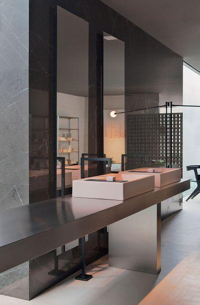 CASACOR São Paulo 2014 - Guilherme Torres. Na Villa Deca, o profissional brincou com a mistura de materiais e texturas, inclusive nas cubas e metais,para harmonizar com o conceito do ambiente, a sustentabilidade.