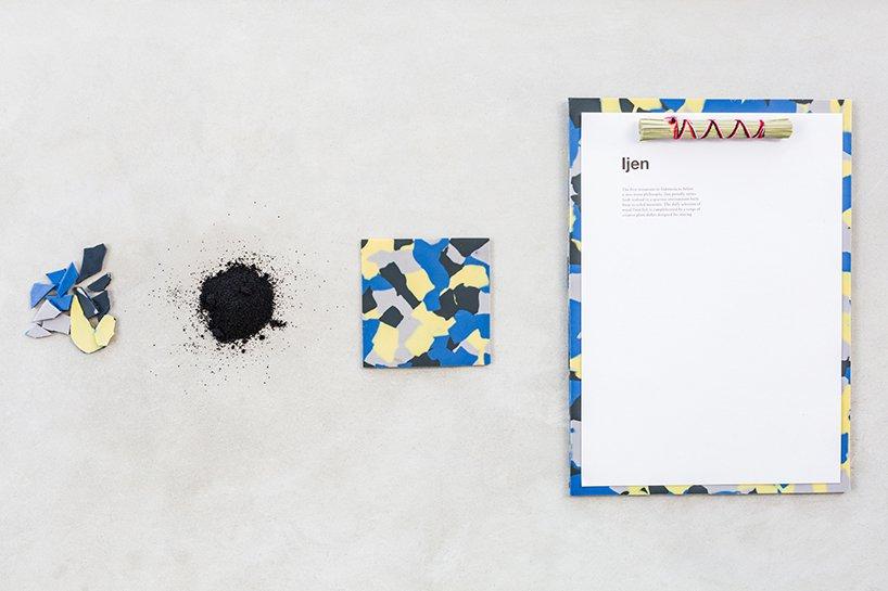 Os menus são impressos em papel colhido de forma sustentável e é ligado a placas feitas a partir de pneus de caminhões reciclados.