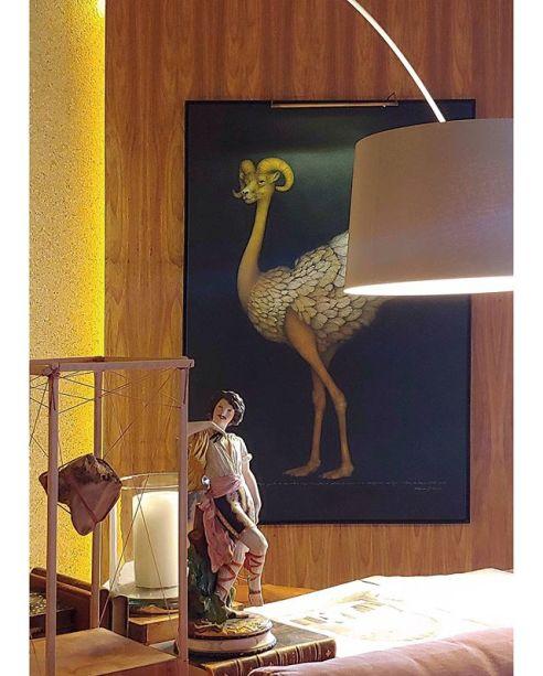 Obras de vários estilos e várias épocas na Sala Kidron, de Marcelo Salum. O arquiteto levou o prêmio de ambiente que melhor usou arte na CASACOR Santa Catarina.