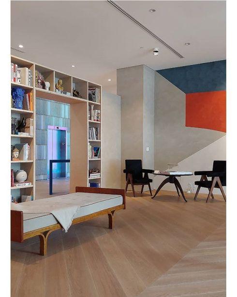 CASACOR Miami: o espaço batizado de O Escritório do Arquiteto é uma homenagem a Le Corbusier. Projeto do Studio D'Apostrophe Design, com peças originais do arquiteto franco-suíço. Foto feita com o celular LG G7THINQ.