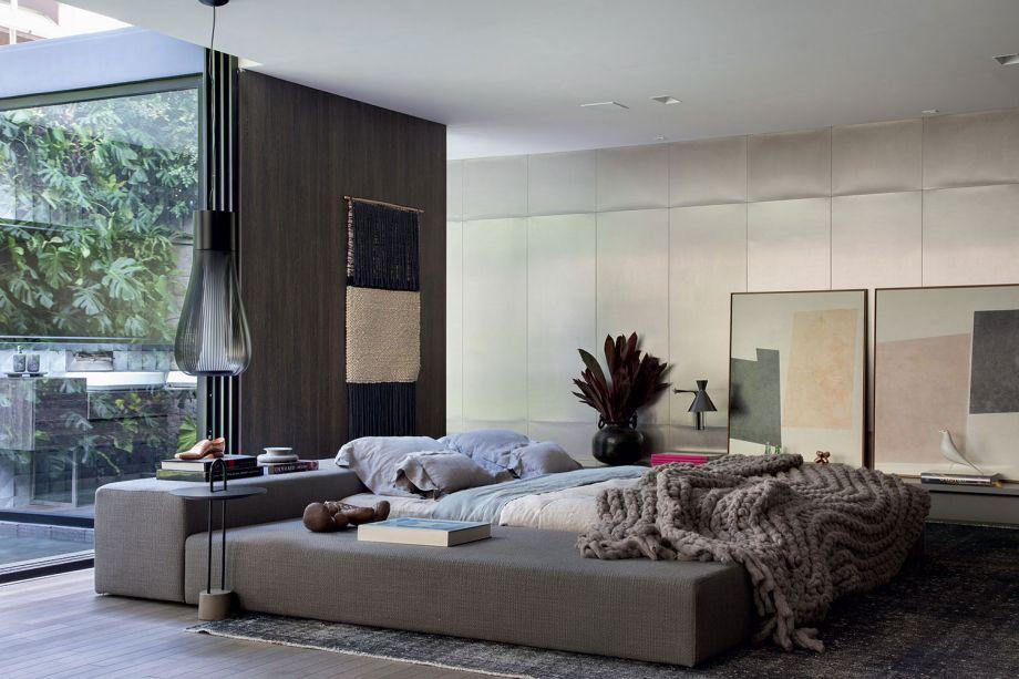 CASACOR São Paulo 2018:<span>CASA_DEZESSEIS - Moacir Schimitt Jr. e Salvio Moraes Jr. Contemporâneo, sem barreiras e com muita luz natural. Nesta residência completa, de 160 m², as circulações são amplas e os materiais imprimem o conforto desejado. As cores são sóbrias e tranquilas, com um certo frescor. Peças da linha de mobiliário autoral, criada em parceria com Bruno Faucz, marcam presença.</span>