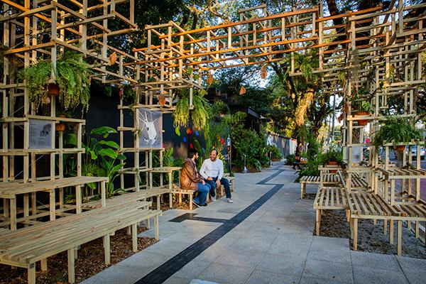 Zoom Arquitetura + LAO Design - Calçada Todas as Cores.