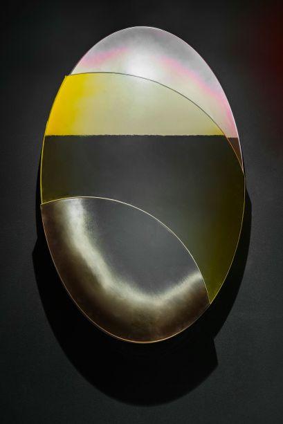 Art Lexing. Em 2010, a jovem galerista chinesa Lexïng Zhang, abre a Art Lexing, em Miami. Logo, a galeria tornou-se um espaço relevante da cena artística emergente da cidade e passou a desenvolver parcerias com outros artistas e instituições nos EUA e na Europa. Este ano, para a mostra, ela apresenta um espelho fabricado artesanalmente na Itália que intercala formas tridimensionais para criar efeito plástico raro.
