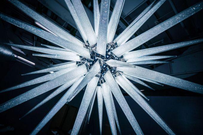 swarovski-star-rockefeller-center-christmas-tree-daniel-libeskind_dezeen_2364_col_22-1704×1137