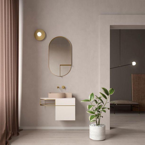 """A marca de banheiros florentinos ExT apresentou uma gama de lavatórios e armários assimétricos disponíveis em acabamentos em latão ou preto para um belo conjunto de banho. """"Nós traduzimos uma elegância serena e discreta em pureza, com um equilíbrio de linhas, formas e leveza"""", explicam os profissionais à frente da empresa."""