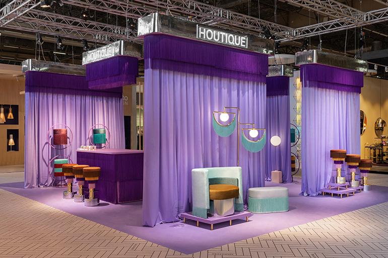 A marca espanhola Houtique trouxe uma grande dose de cor para o Hall 6, apresentando novos designs da italiana Elena Salmistraro, com um stand da Masquespacio.