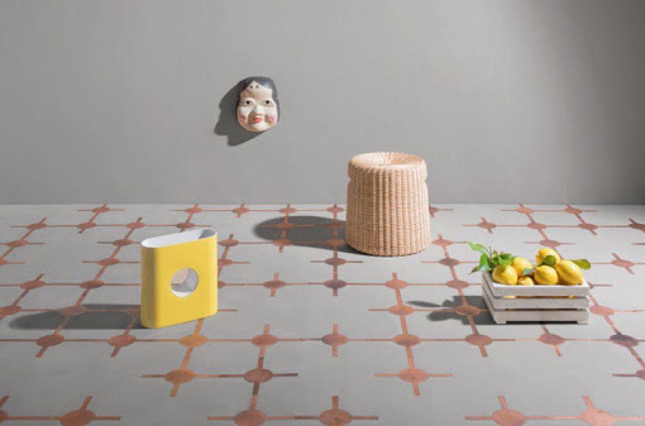 Para o evento, Matteo Brioni (Pavilhão 8, Stand C54) apresentará o piso FUGA (projeto do Studio Irvine), composto de Terraplus e executado em latão, nas novas cores Pepe Nero e Vinaccia.
