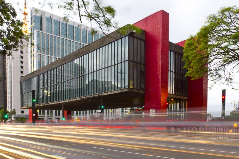 A arquiteta ítalo-brasileira Lina Bo Bardi é uma das maiores representantes do modernismo brasileiro. Sua obra mais representativa é o Museu de Arte de São Paulo – o MASP (foto).