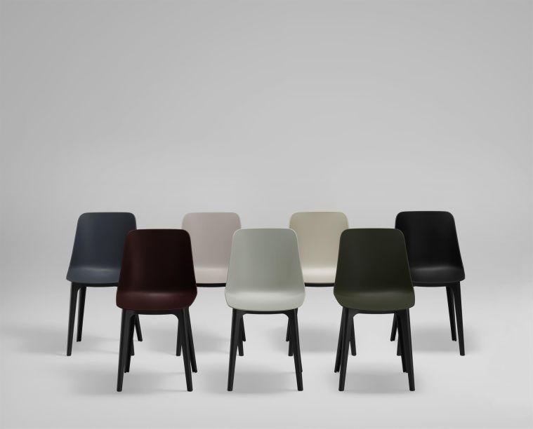A Maxdesign apresenta os novos materiais sustentáveis na coleção de assentos <em>Max</em>, disponíveis em duas paletas de cores: Sólido para a versão feita com polipropileno reciclado e reforçado, e Blend, produzido com RE-PPL e grânulos de madeira reciclada.