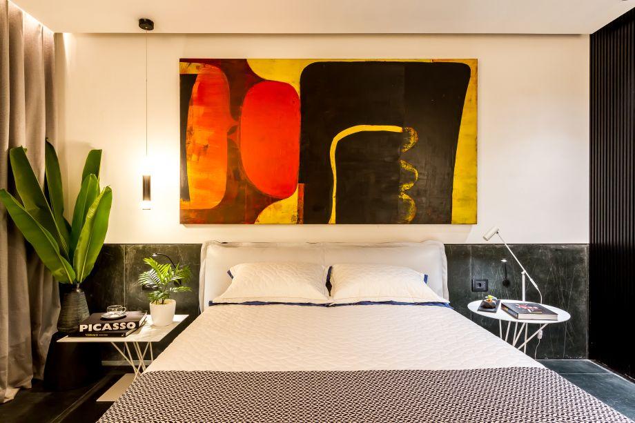 Bed & Breakfast - Erwin Mayer. O espaço foi concebido para cativar o viajante e chamar a atenção para a tendência de hospedagens mais interessantes. Linhas elegantes no mobiliário e revestimentos como madeira e cimento apuram o visual, neste quarto que inclui um banheiro e ocupa uma área de 24 metros quadrados.