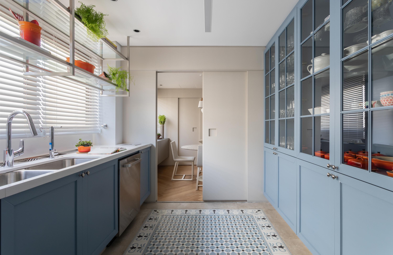 Marcenaria é solução em apartamento da Très Arquitetura