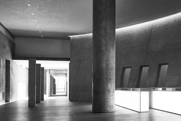 <strong>Tadao Ando exhibition art Armani/Silos / Quando:</strong> de 9 de abril a 28 de julho (de quarta a sábado, das 11 às 19h) / <strong>Onde:</strong> Armani/Silos - via Bergognone, 40 / O museu Armani/Silos recebe pela primeira vez uma exposição dedicada à arquitetura com uma retrospectiva da obra de Tadao Ando. A mostra vai apresentar os 50 projetos mais representativos do arquiteto japonês e será estruturada em torno de três temas: formas primitivas do espaço, um desafio urbano de gênese da paisagem e diálogos com a história.