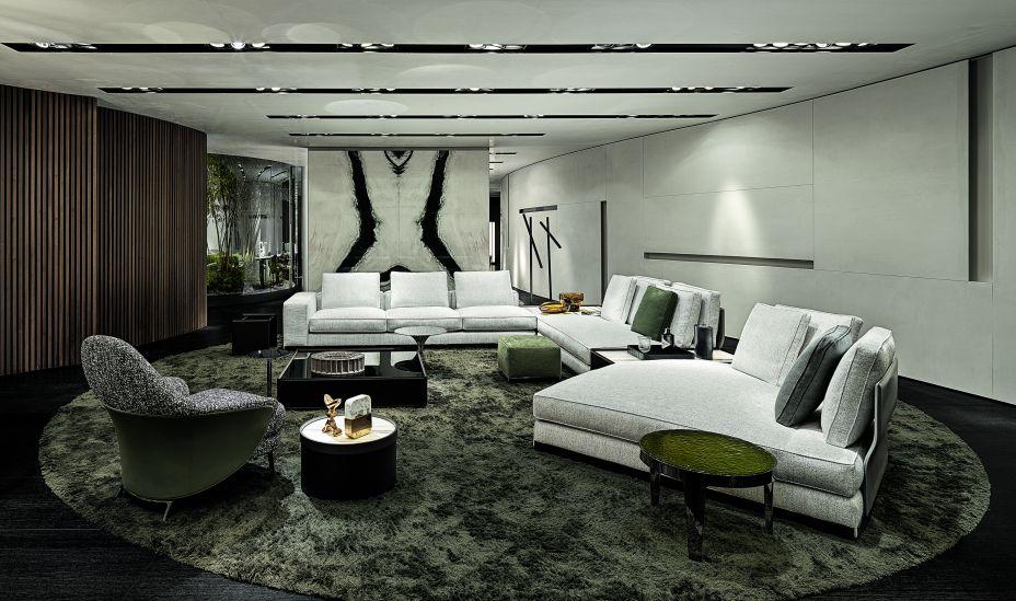 As cores dos revestimentos da mobília são a maneira pela qual a marca confere elegância e suavidade ao espaço. A sobreposição dos tons de marrom, off white e verde musgo dão vida ao espaço sem perder a harmonia.