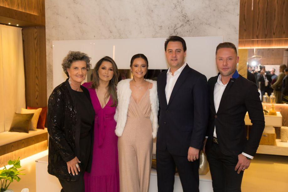 Marina Nessi, Luciana Saito Massa, Alana Massa, Ratinho Junior e Marcelo Lopes