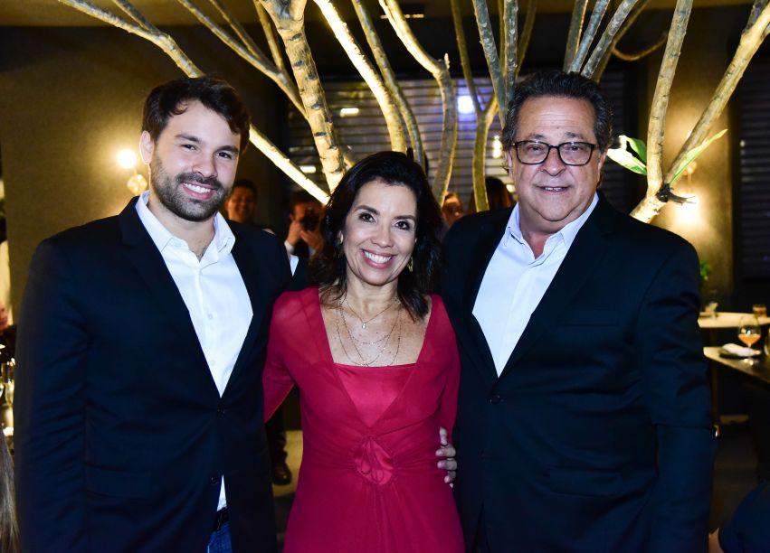 Casal Eliane Martins e Marcos Chain com o filho Pedro Paulo Menezes