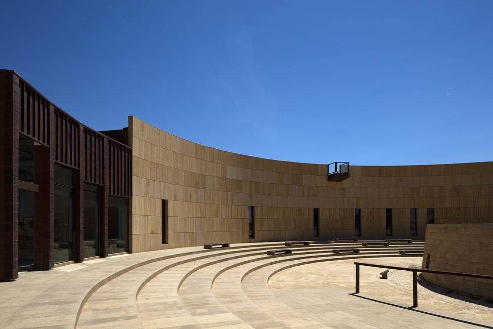 Um de seus projetos mais relevantes é o Centro Arqueológico Mleiha, localizado em Sharjah, que é a terceira cidade mais populosa dos Emirados Árabes Unidos.
