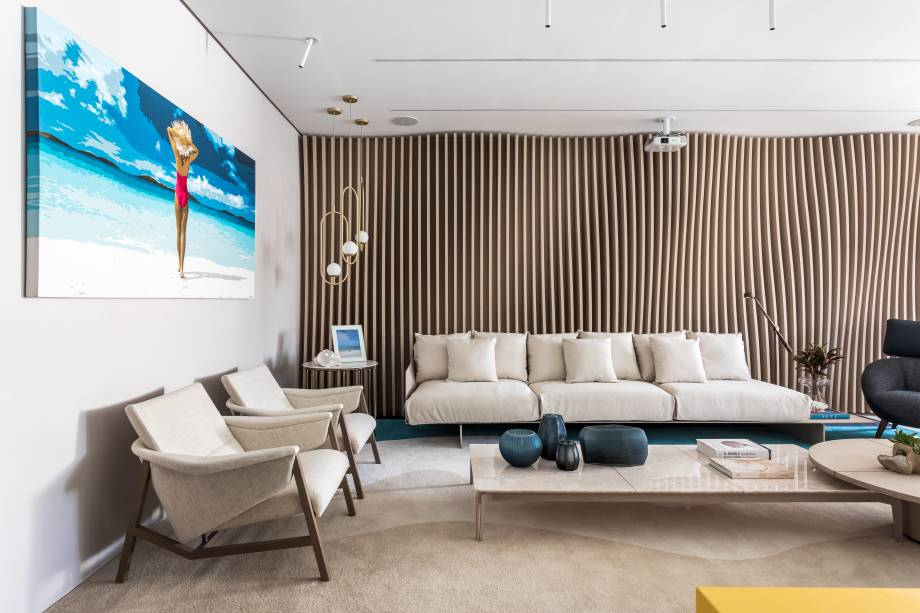 Casa Maldivas - Alessandra Gandolfi. Vencedor da categoria Planeta Casa (júri técnico). Os tapetes foram desenhados pela arquiteta, que se inspirou no movimento das ondas para criar o painel paramétrico amadeirado.