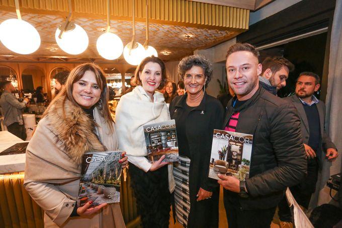 A arquiteta Viviane Tabalipa, a designer de interiores Flávia Mattar, a diretora da CASACOR Paraná, Marina Nessi e o arquiteto Marcelo Lopes