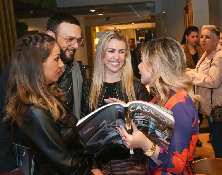 Designer de interiores Monica Pajewski, arquiteto Leonardo Gazzalle, designers de interiores Renata Fraidg e Kátia Herzog