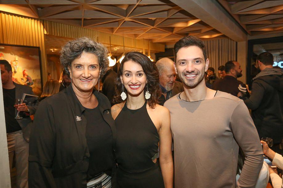 Diretora da CASACOR Paraná, Marina Nessi, com os arquitetos Ana Carolina Boscardin e Edgard Corsi