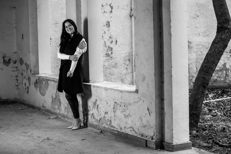 <strong>Andrea Magalhães:</strong> o<strong> La Vie En Rose</strong> é um living moderno com referências românticas. Para o projeto, a profissional optou por um mobiliário de estilo atemporal, valorizando a madeira, que combinada a revestimentos como mármore, laca fosca e brilho, boiserie, palha natural e vidro, resulta em um ambiente acolhedor
